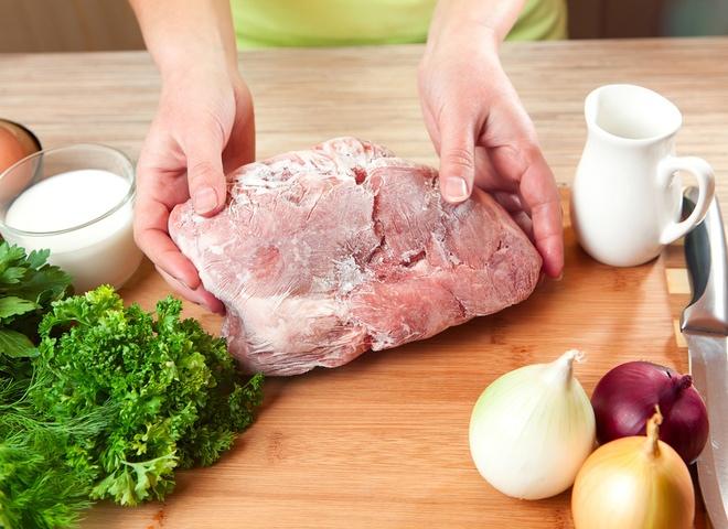 Как правильно разморозить мясо: полезные советы